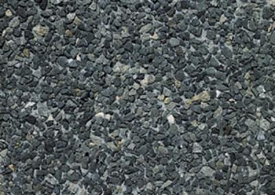 Porphir 7/15 concassé + 1 % colorant noir Blanc polaire (ciment gris)