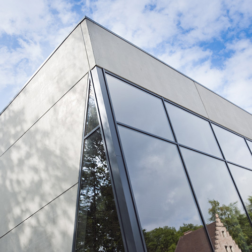 Project: Hangar 58 - Kleur: Glad beton